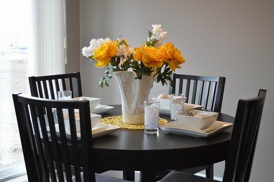 dining-table-1348717_960_720.jpg