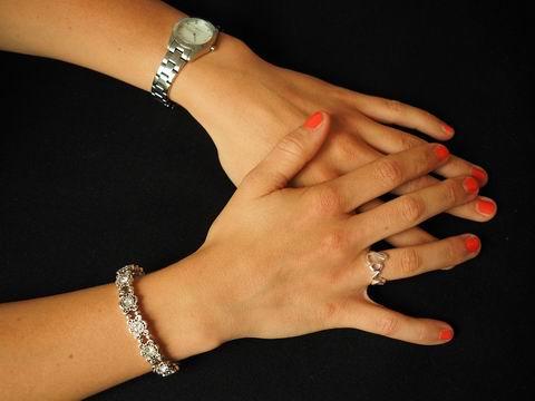 jewellery-671793_1280.jpg